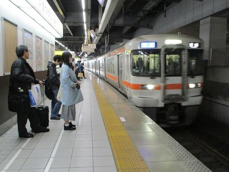 2018.12.11 (8) 名古屋1番のりば - 豊橋いき快速 1200-900