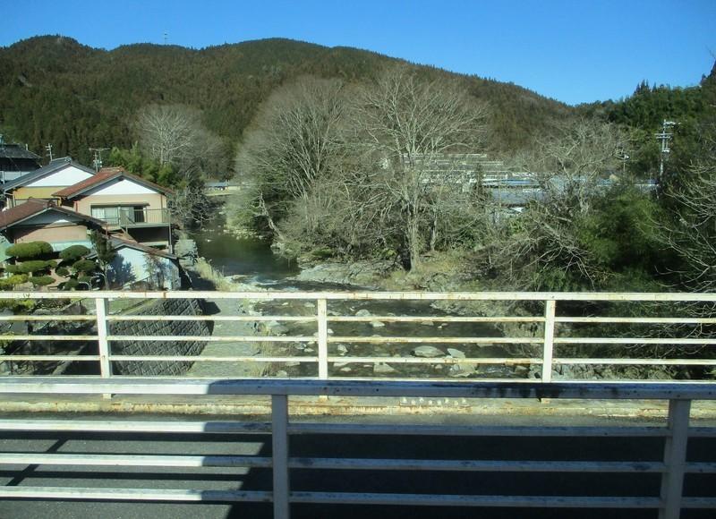 2019.1.7 (71) どんぐりの湯前いきバス - 名倉川をわたる 1600-1160