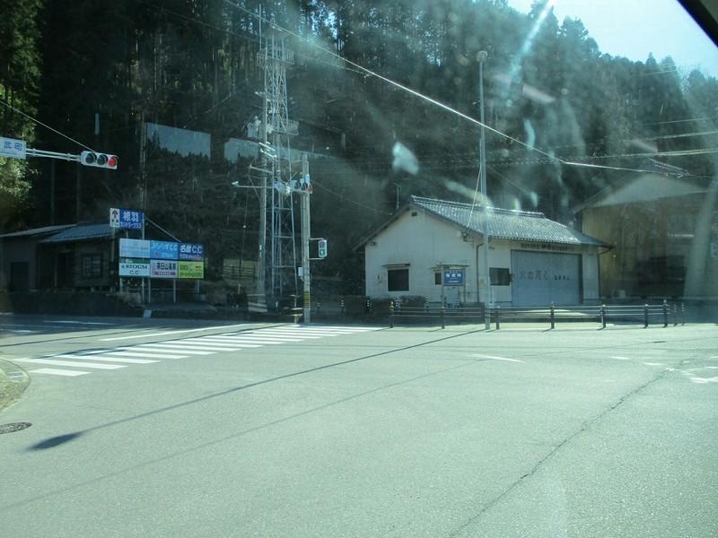 2019.1.7 (74) どんぐりの湯前いきバス - 稲武町交差点を右折 1200-900