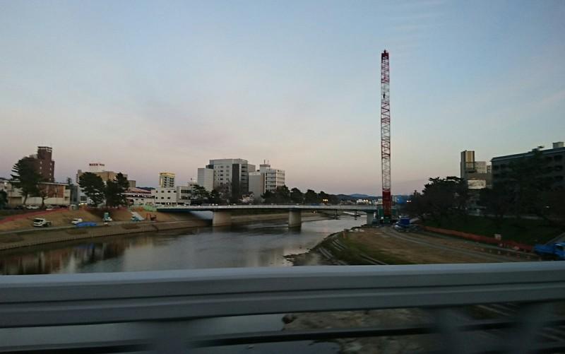 2019.1.7 (92き) 東岡崎いきバス - 殿橋をわたる 1660-1040