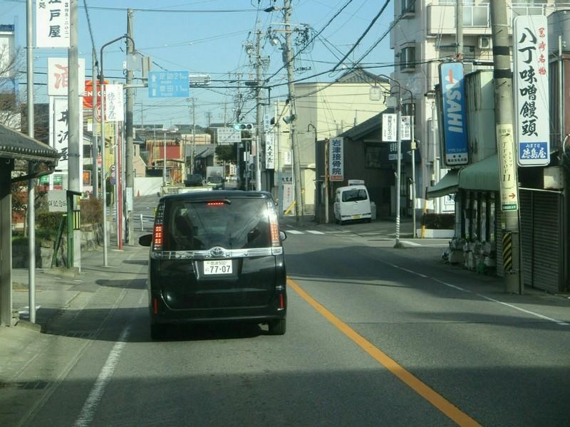 2019.1.11 (18) 足助いきバス - 岩津町交差点を直進 1600-1200