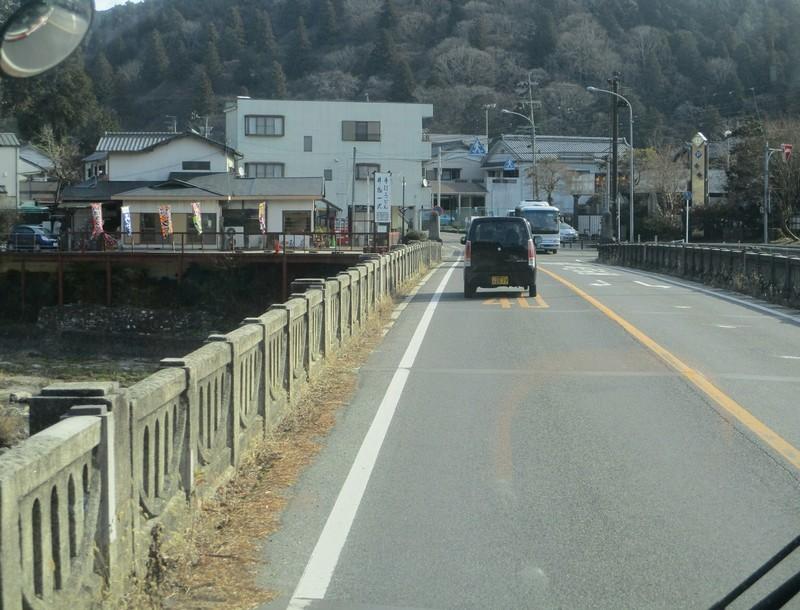 2019.1.11 (63) 足助いきバス - 足助大橋をわたる 1770-1350