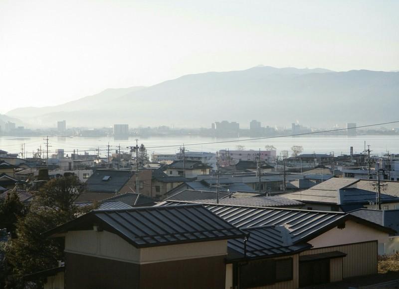 2019.1.25 (4) 諏訪大社下社秋宮から諏訪湖をみおろす 2000-1450