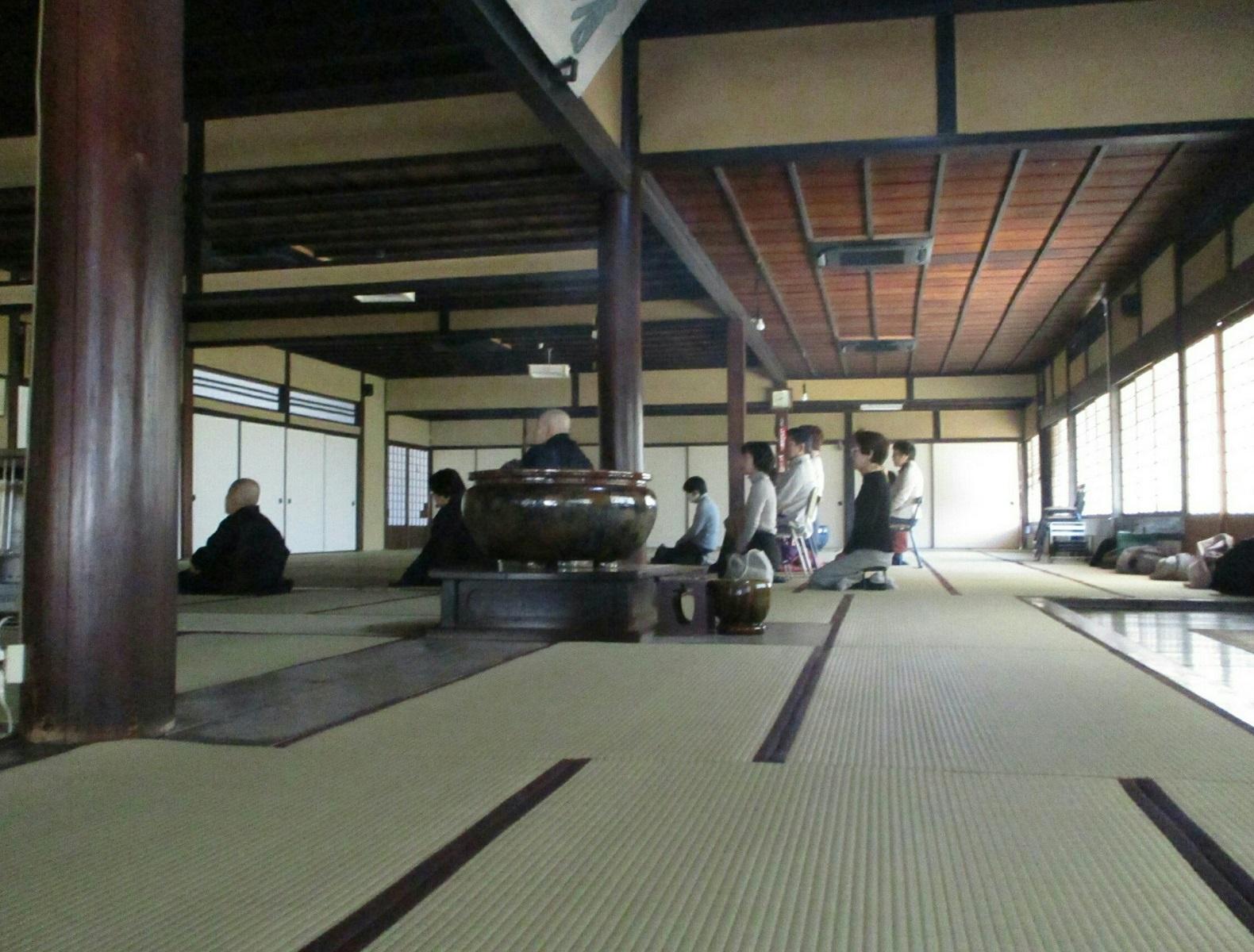 2019.2.18 (11) 青大悲寺 - おまいりのひとたち 1580-1200