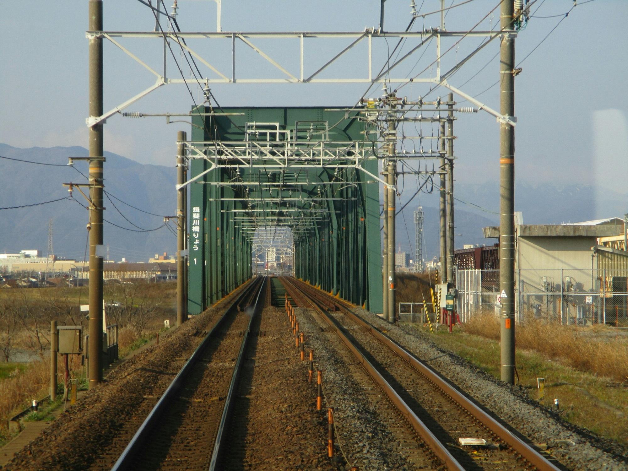 2019.3.1 (1) 大垣いき特別快速 - 揖斐川鉄橋 2000-1500