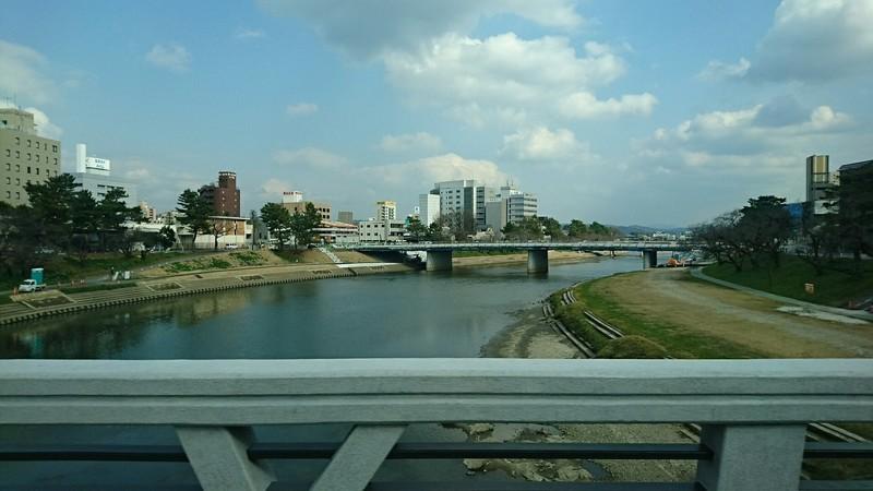 2019.3.12 (20) 東岡崎いきバス - 殿橋をわたる(桜城橋) 1850-1040