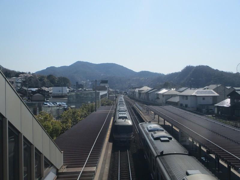 2019.4.4 (15) 鵜沼 - 富山いきワイドビューひだ3号が通過 2000-1500