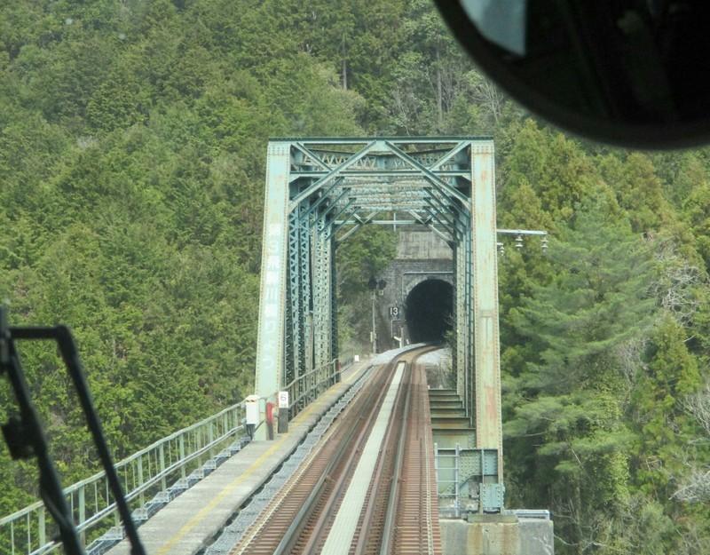 2019.4.4 (82) 下呂いきふつう - 白川口下油井間(第3飛騨川鉄橋) 1920-1500