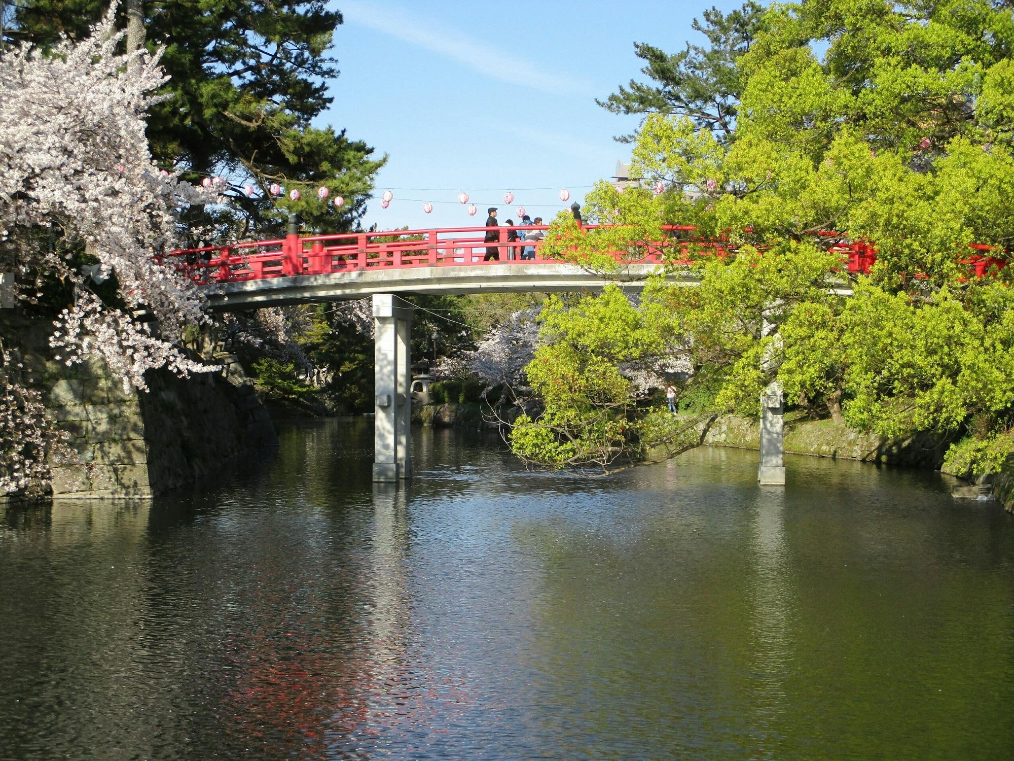 2019.4.9 (34) 岡崎公園 - 竜城堀(たつきぼり)と神橋(しんきょう) 2000-1500