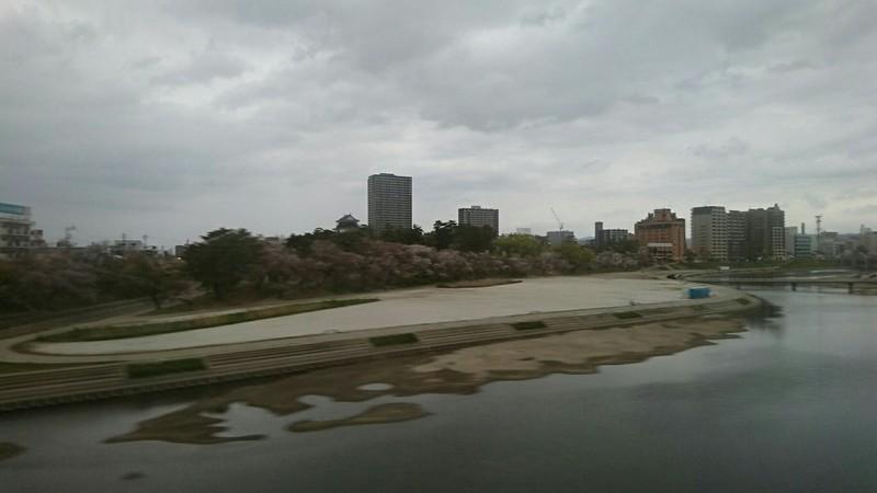 2019.4.14 (9) 豊橋いき快速特急 - 菅生川をわたる 1280-720