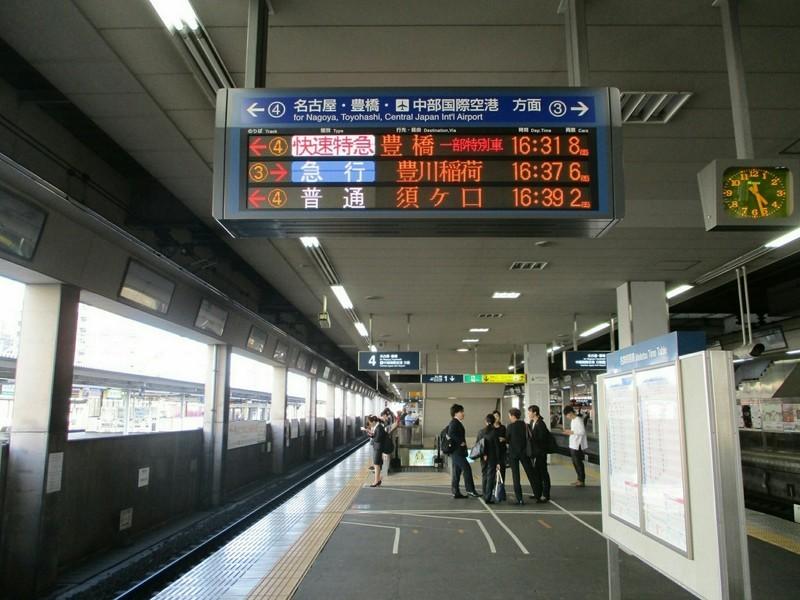 2019.4.22 (38) 一宮 - 発車案内板(3、4番のりば) 1600-1200