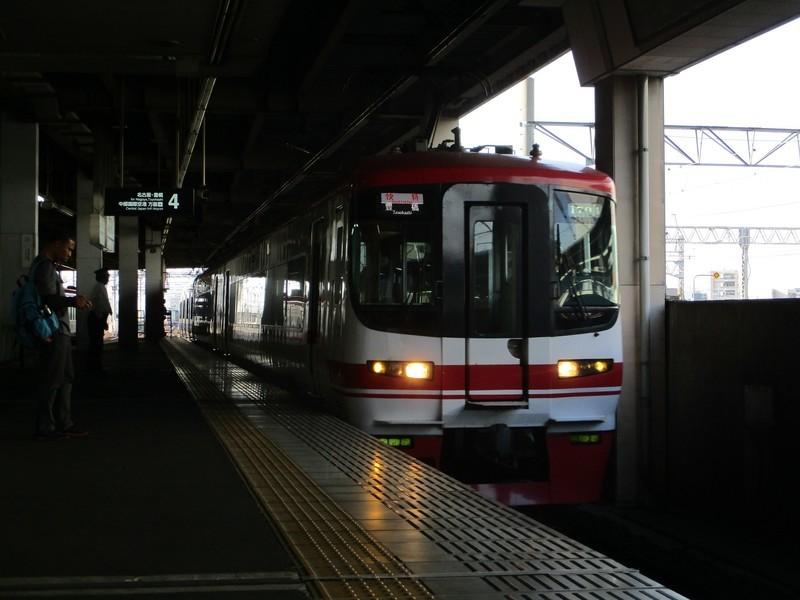 2019.4.22 (39) 一宮 - 豊橋いき快速特急 2000-1500