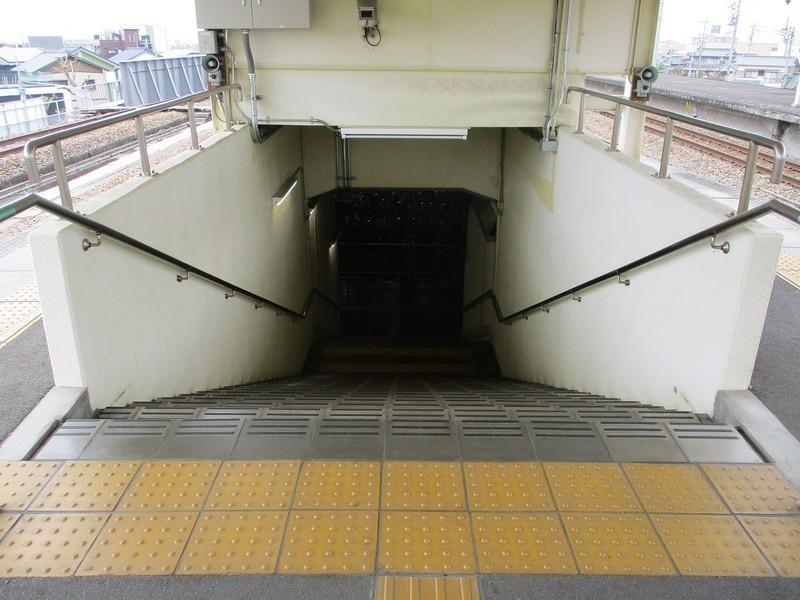 2019.4.25 (40) 北野桝塚 - ホームからおりる階段 1200-900