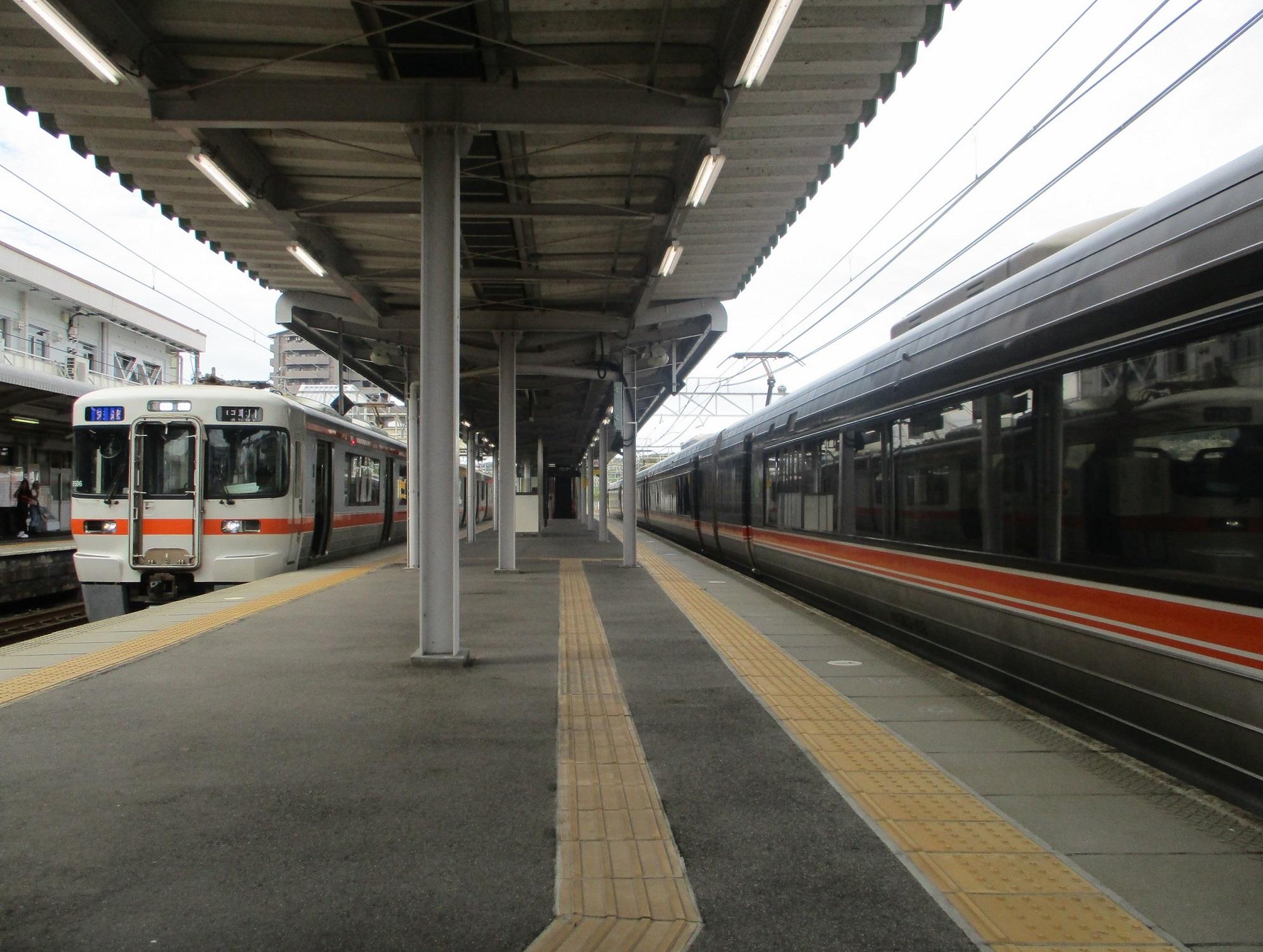 2019.9.22 (5) 土岐市 - 中津川いき快速とワイドビューしなの 1990-1500