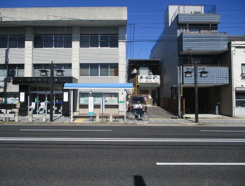 2019.10.9 (35) 岡崎信用金庫伝馬支店と市役所口バス停 1970-1500