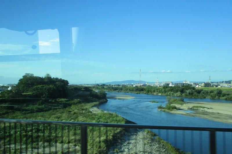 2019.10.15 (29) 東岡崎いきバス - 矢作橋をわたる 1800-1200