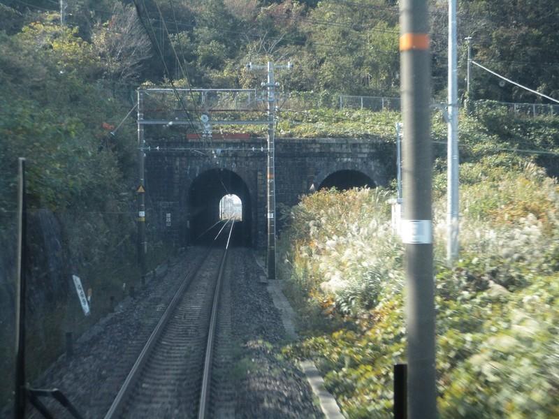 2019.11.7 (78) 姫路いき新快速 - 腰越山トンネル 2000-1500