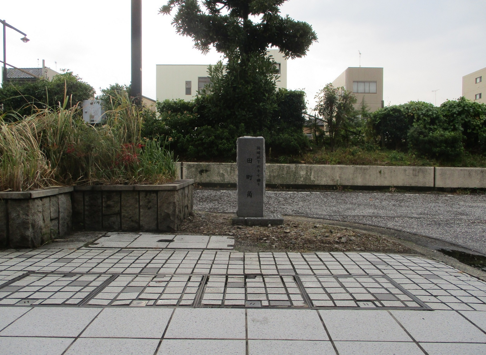2019.11.11 (11) 岡崎城下27まがり - 国道1号線きたのいしぶみ 2000-1460