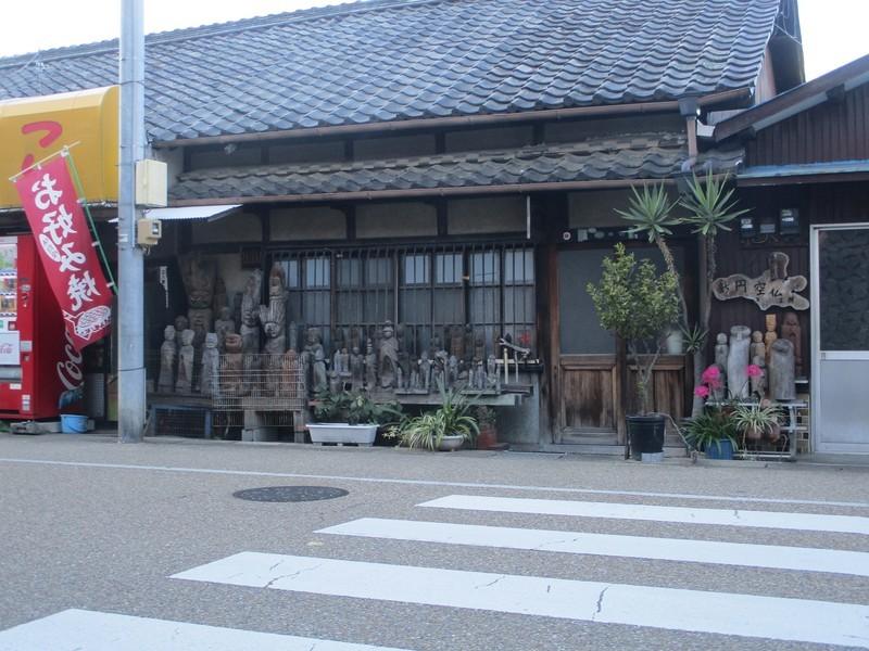 2019.11.29 (16) 大弘法どおり - 新円空仏工房 1800-1350