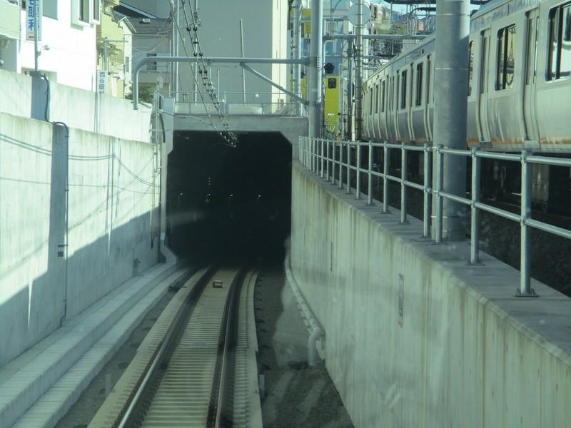 2019.12.16 (103) 新宿いき各停 - 西谷からトンネルえ 2000-1500