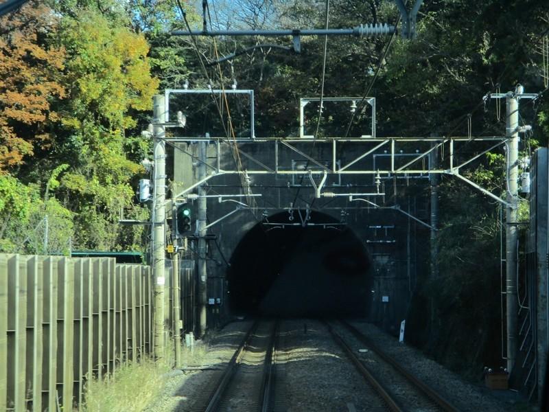 2019.12.16 (110) 新宿いき各停 - 東海道貨物線トンネルいりぐち 1800-1350