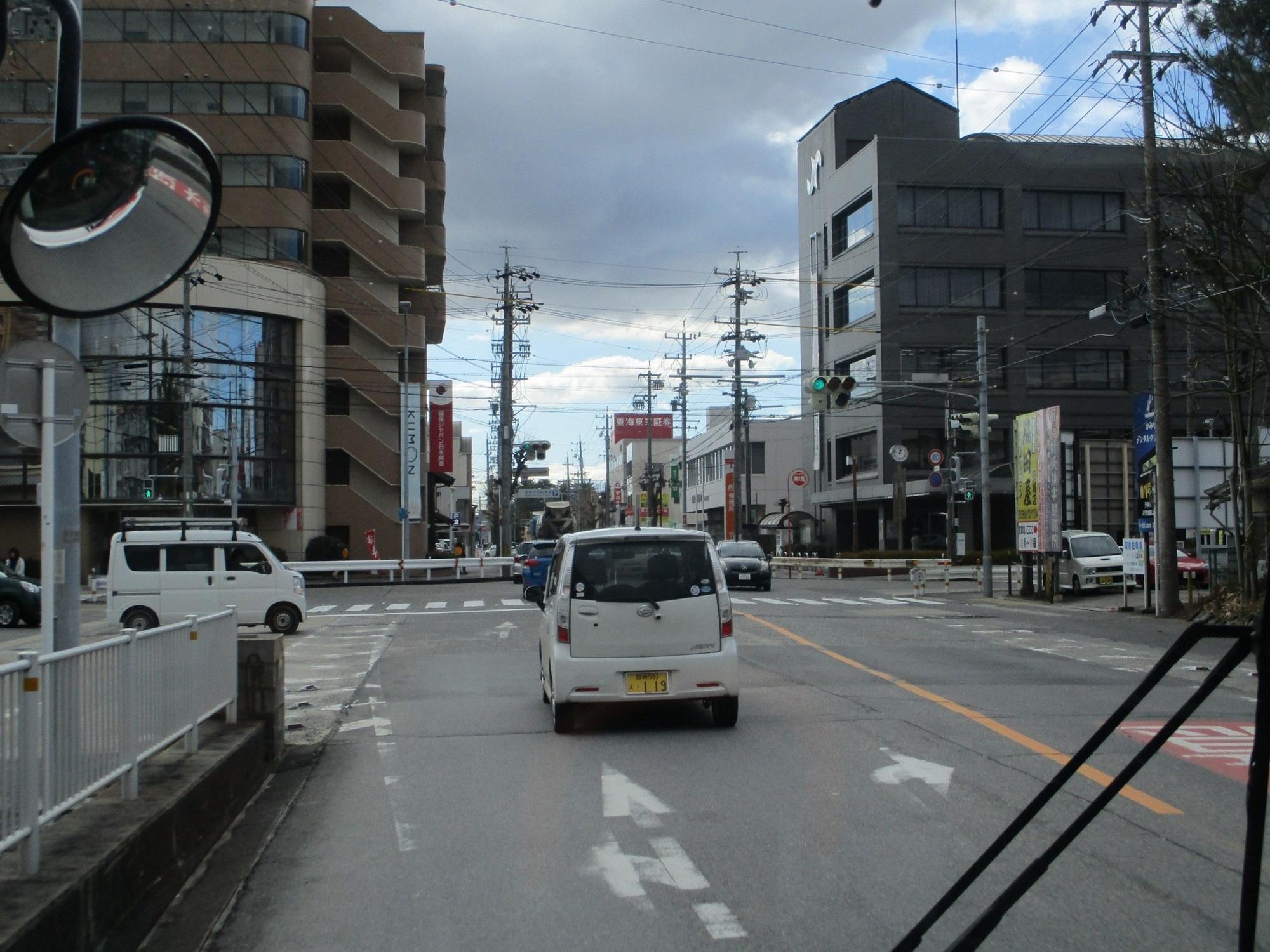 2020.1.29 (13) 更生病院いきバス - 桜町交差点を左折 2000-1500
