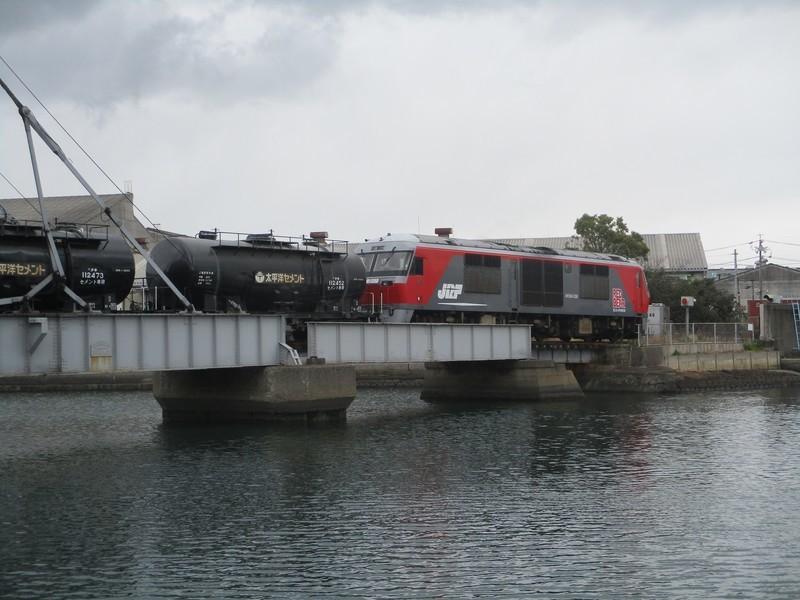 2020.2.18 (43) はねあげばしをわたる貨物列車 2000-1500