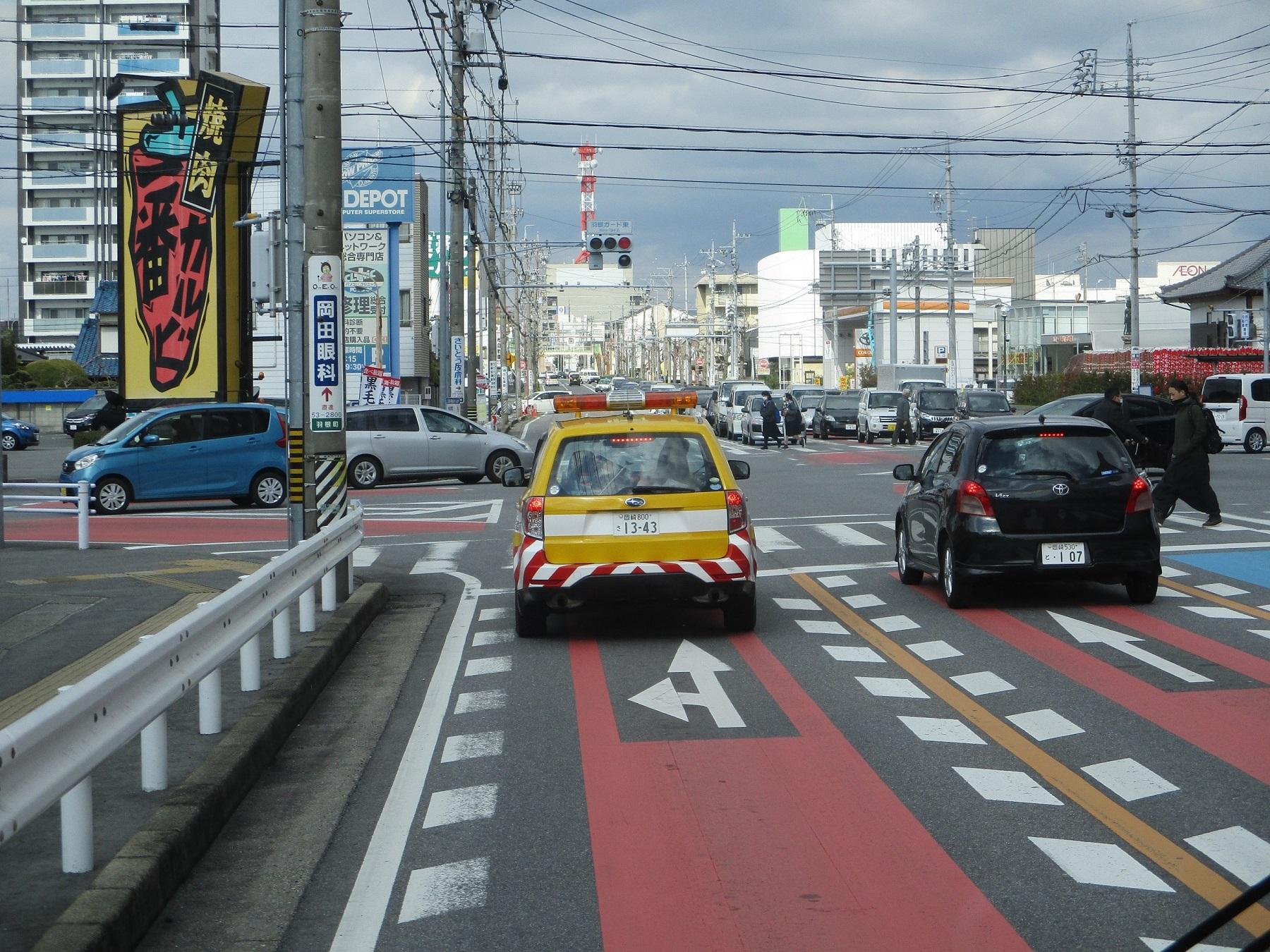 2020.2.26 (61) 東名岩津いきバス - 羽根ガード東交差点を直進 1800-1350
