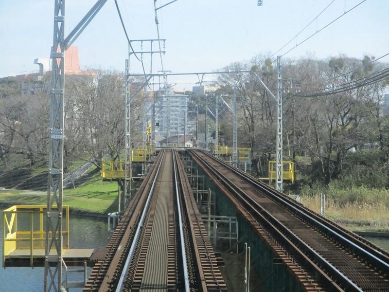 2020.3.7 (9) 東岡崎いきふつう - 菅生川鉄橋をわたる 1600-1200