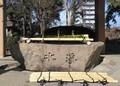 2020.3.7 (10003) 14:36 白鳥神社 - 手水舎 1400-1000