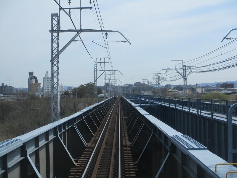 2020.3.17 (9) 東岡崎いきふつう - 矢作川鉄橋をわたる 1600-1200