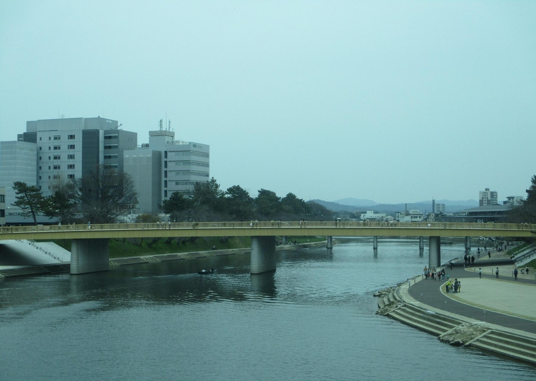 2020.3.22 (31) 東岡崎方面いきバス - 殿橋から桜城橋をみる 1800-1280