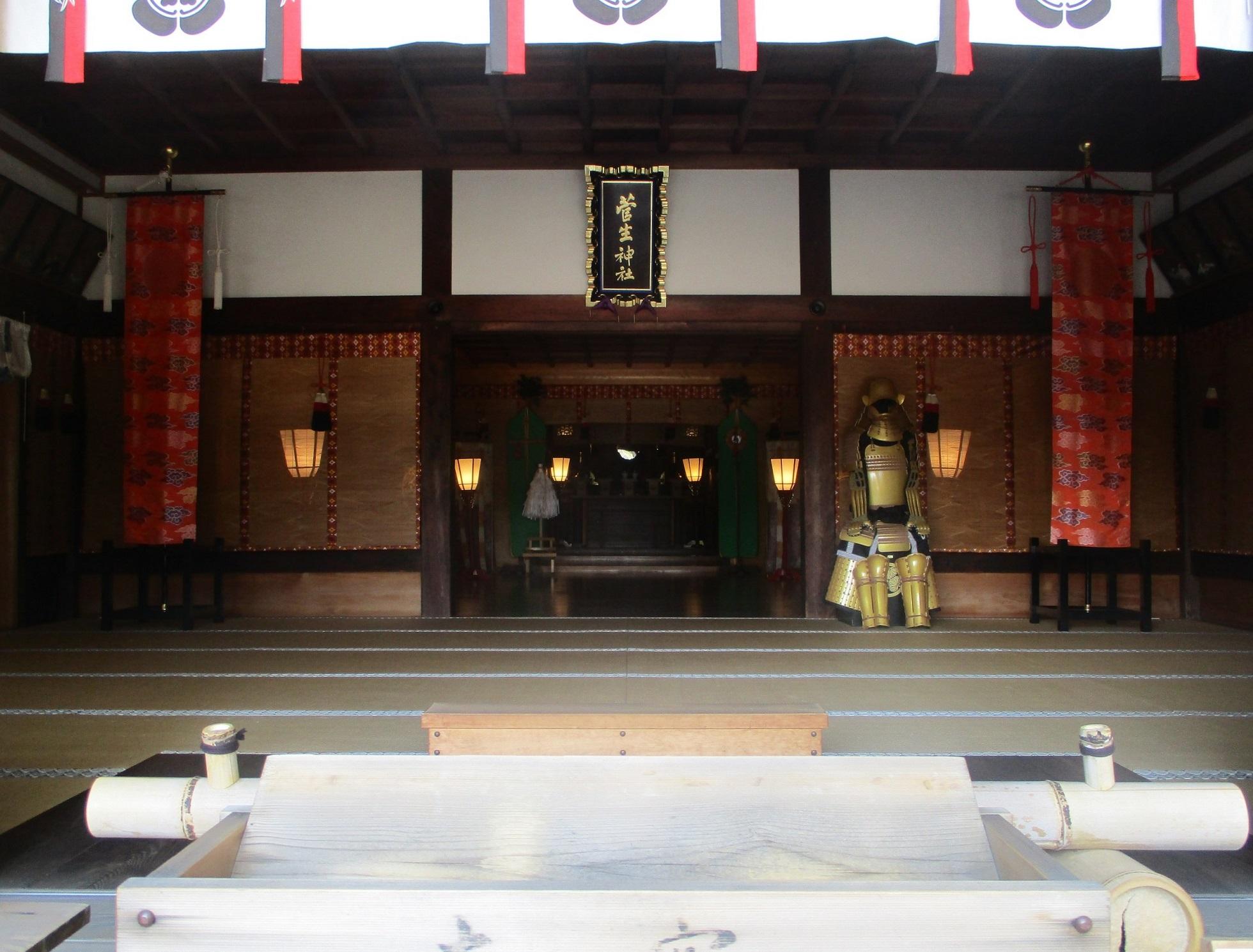 2020.4.29 (8) 菅生神社 - 拝殿からおく 1960-1490