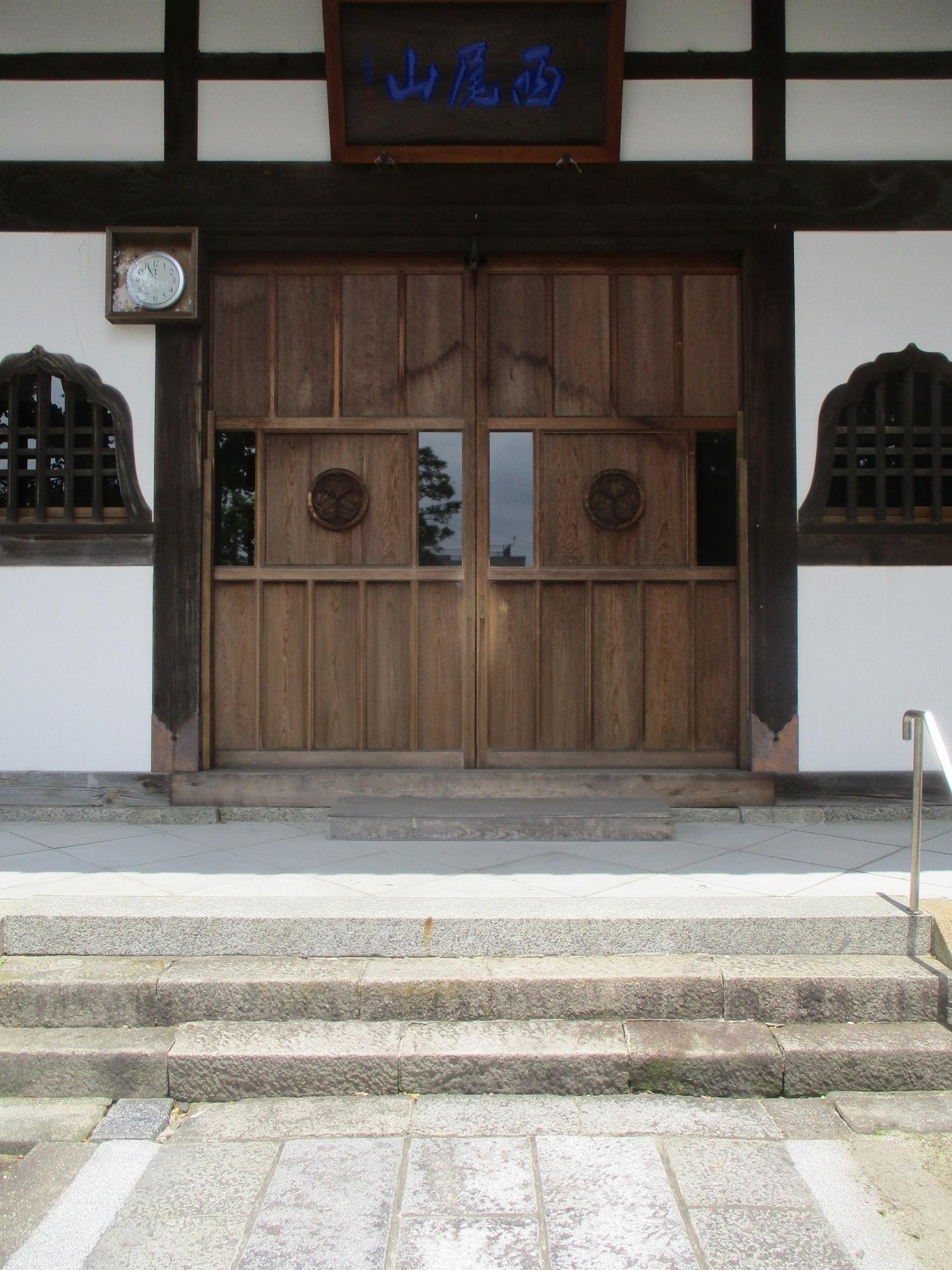 2020.5.21 (12) 康全寺 - 本堂いりぐち 1500-2000