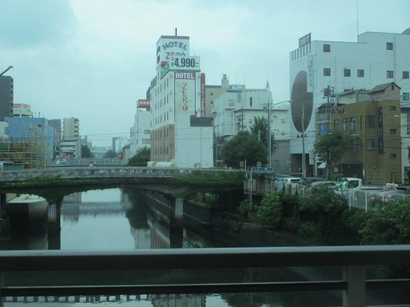 2020.6.25 (10) 名鉄バスセンターいきバス - 堀川をわたる 1600-1200