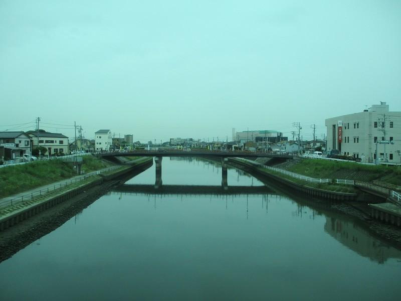 2020.7.3 (11) 一宮いき急行 - 新川をわたる(ひだり) 1600-1200