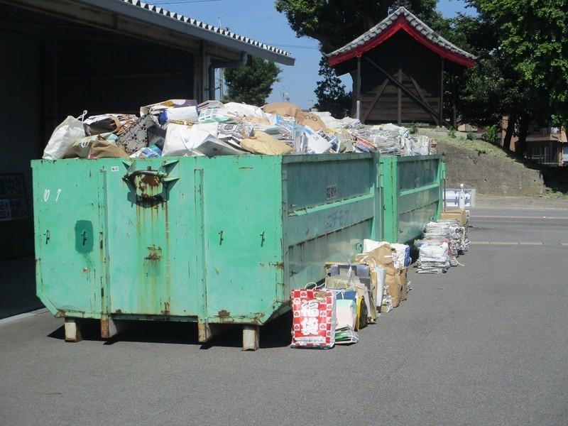 2020.8.1 古井町内会廃品回収 (8) つみおろし 1200-900