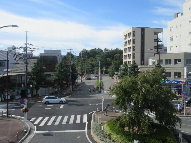 2020.9.15 (54) 亀岡 - 橋上駅舎からみなみをのぞむ 1600-1200