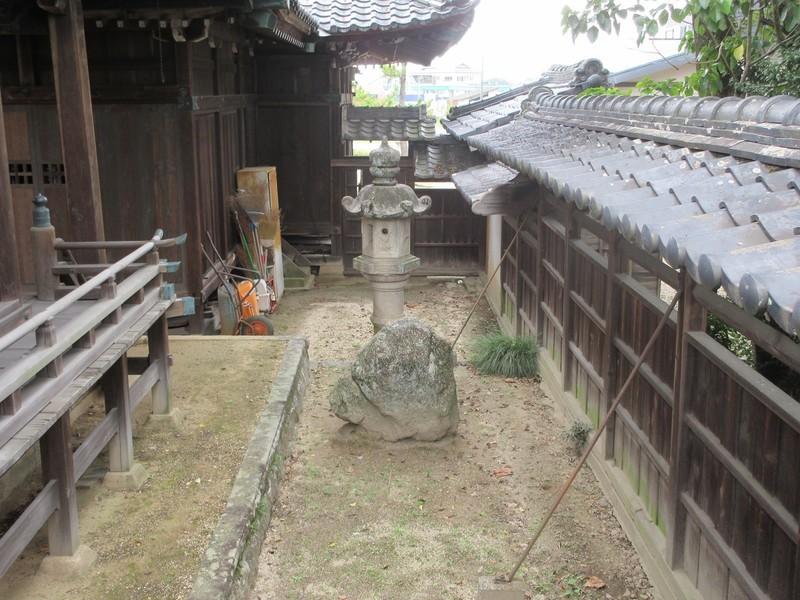 2020.10.22 (12) 市杵島姫神社 - (伝)別郷廃寺の礎石 2000-1500