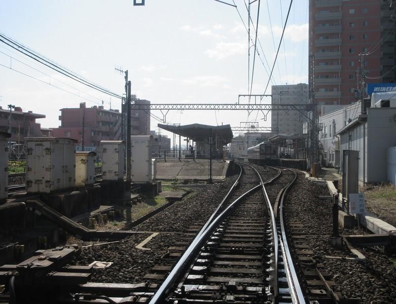 2020.11.19 (61) 津新町ふみきり - えき 1560-1200