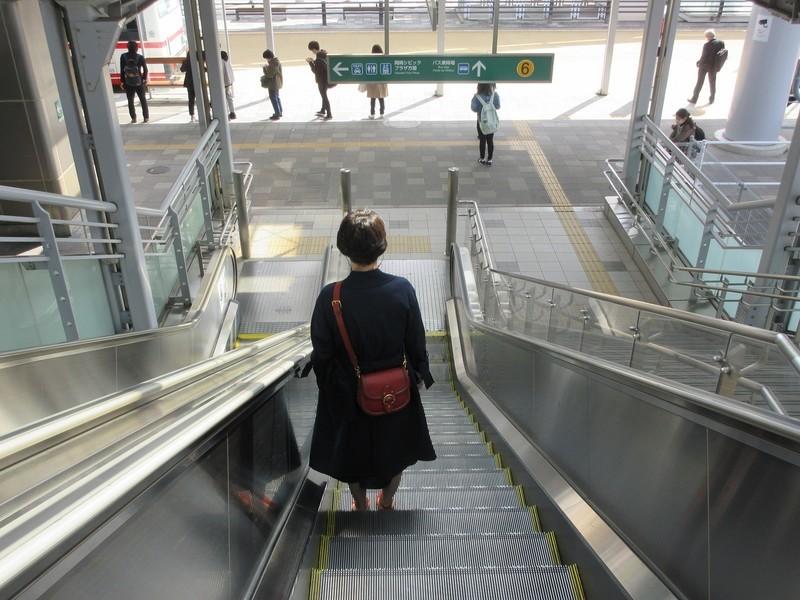 2021.4.8 (54) 岡崎 - 東西自由通路エスカレーター