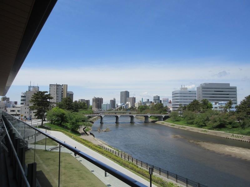 2021.4.14 (10) オトリバーサイドテラスから菅生川をみる 2000-1500