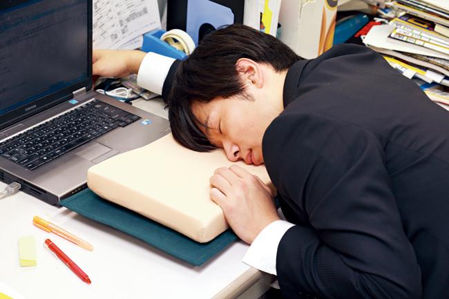 仕事中寝る