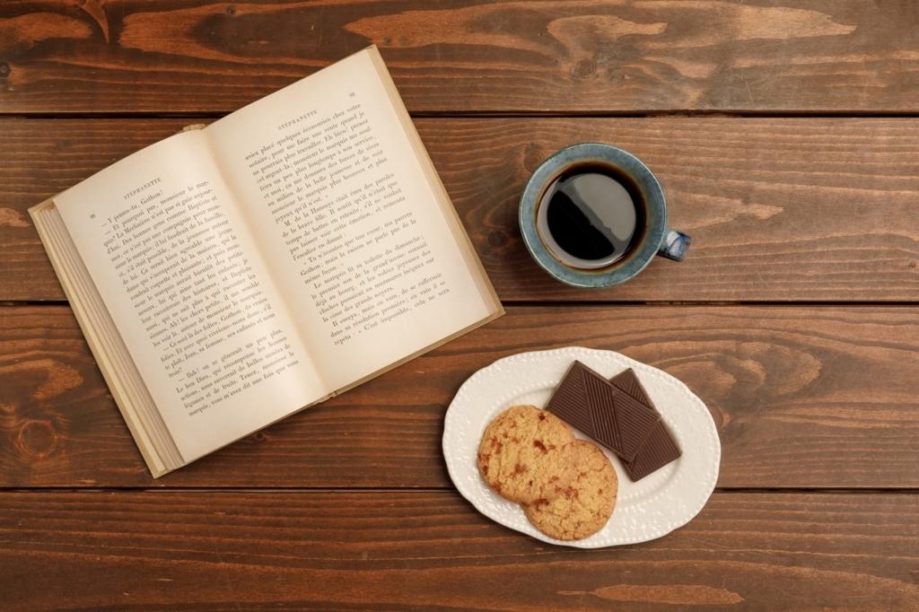 本とコーヒーとクッキー