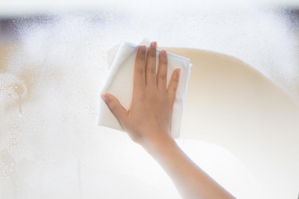 窓拭き掃除中