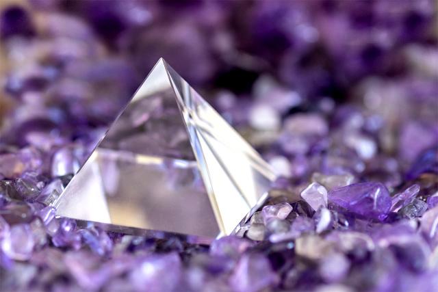 水晶は主に珪素によって構成されています