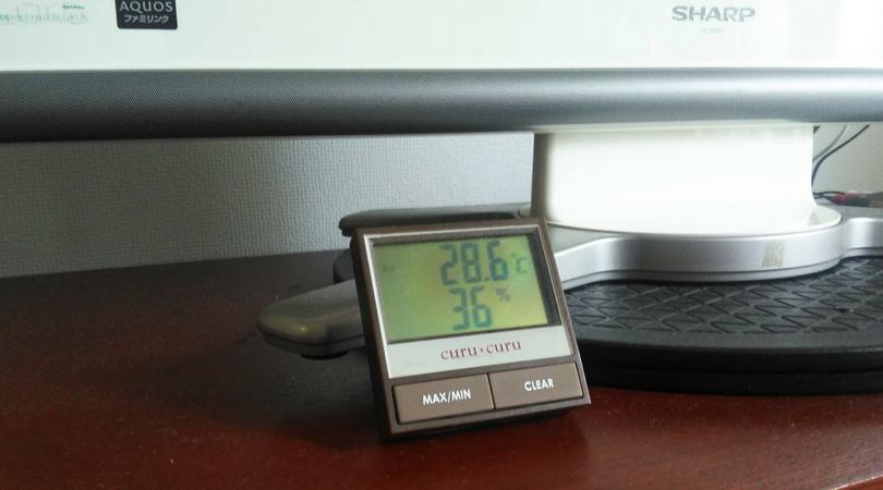 すでにエアコンが付いている状態なので、温度28.6℃。湿度36%の表示