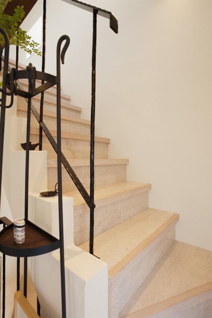 コルクタイルの階段
