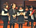 [風のアンサンブル2011] 子どもたちも演奏に参加し、会場を沸かせた。