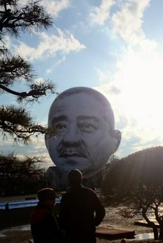 おじさんの顔が空に浮かぶ日